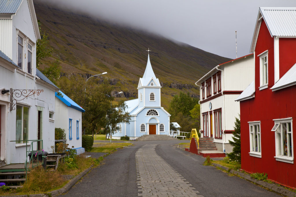 The 7 best churches to see in Iceland!