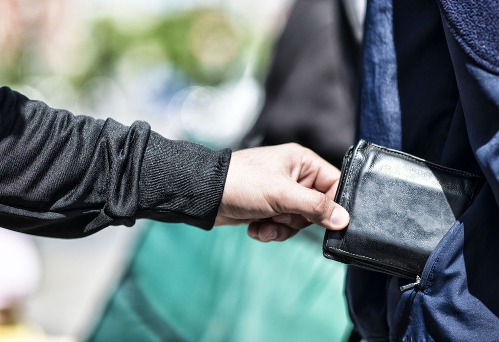 Stealing a wallet like Iceland's Bonnie and Clyde, Fjalla-Eyvindur and Halla
