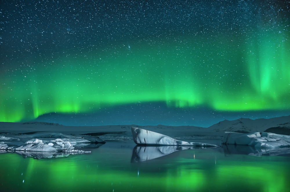 The Jökulsárlón glacier lagoon provides a beautiful backdrop to the Icelandic Northern Lights