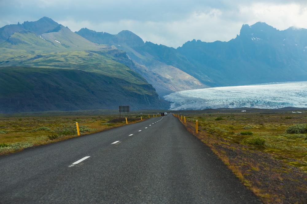 View of Skaftafell glacier in Vatnajökull National Park on 7-day itinerary