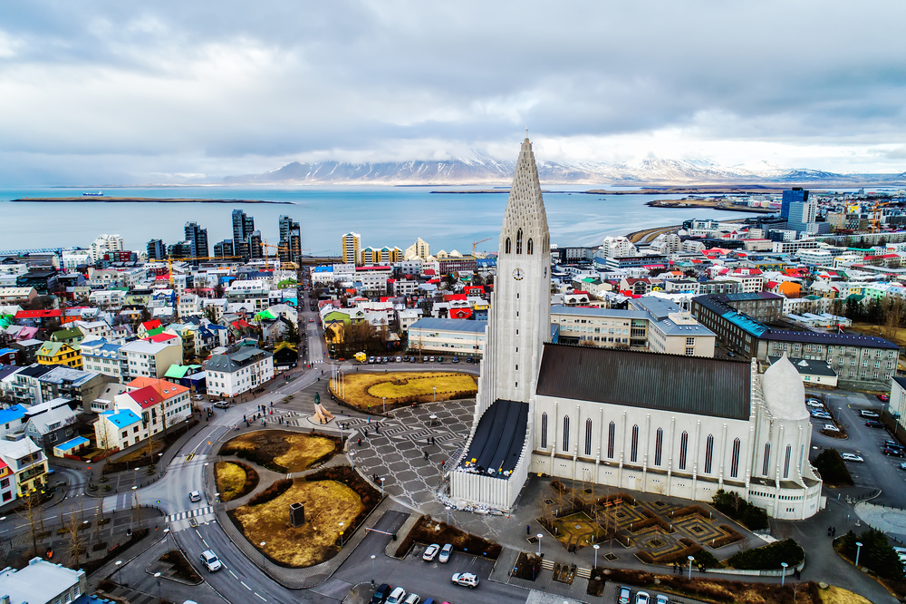 What are the best public transport options in Reykjavik? Walking, bus, bike rental, or taxi?