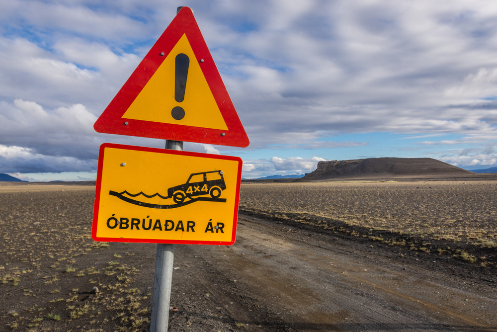 Obruadar ar Icelandic road sign warning about unbridged rivers in the Highlands
