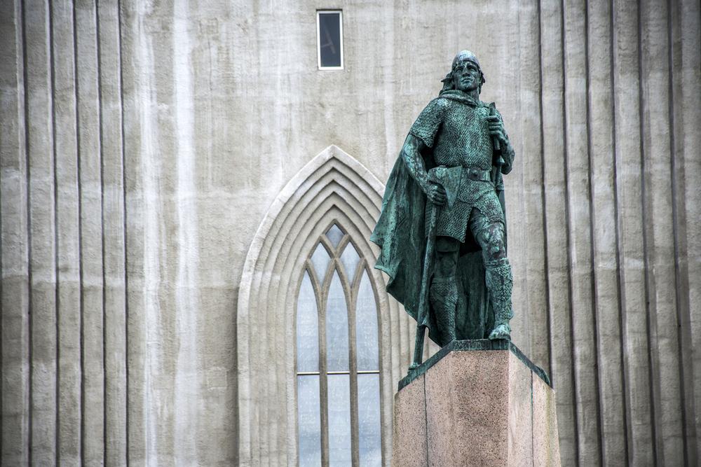 Hallgrímskirkja cathedral statue